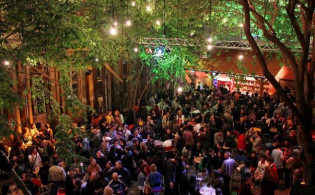 Resultado de imagen para party hostel