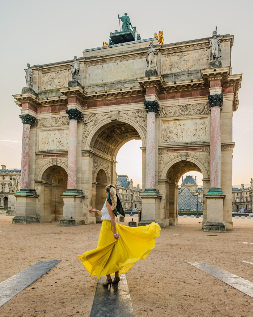Arc de Triomphe du Carrousel at sunrise
