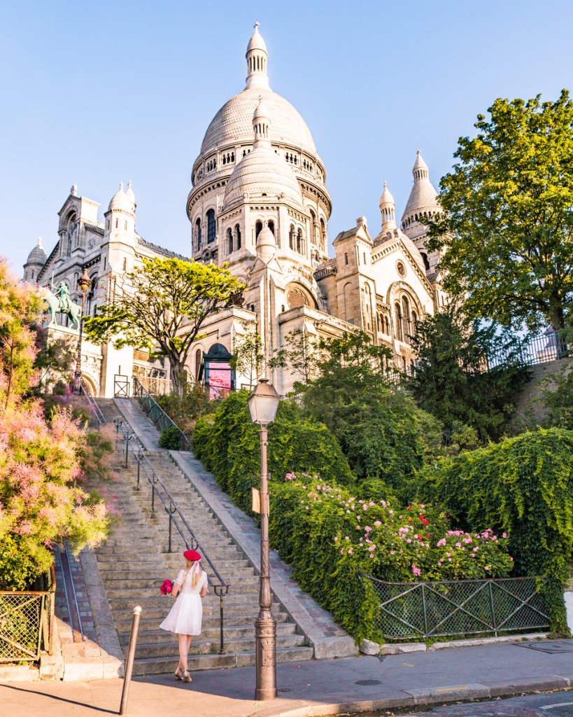 Staircase with a view of the Sacré-Coeur in Montmartre - Paris