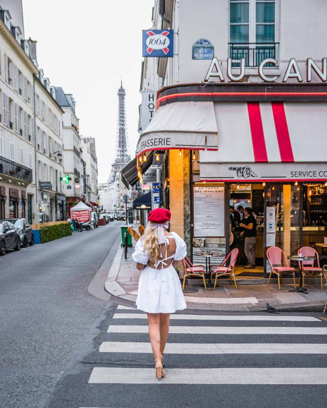 Au Canon des Invalides Café with the Eiffel Tower