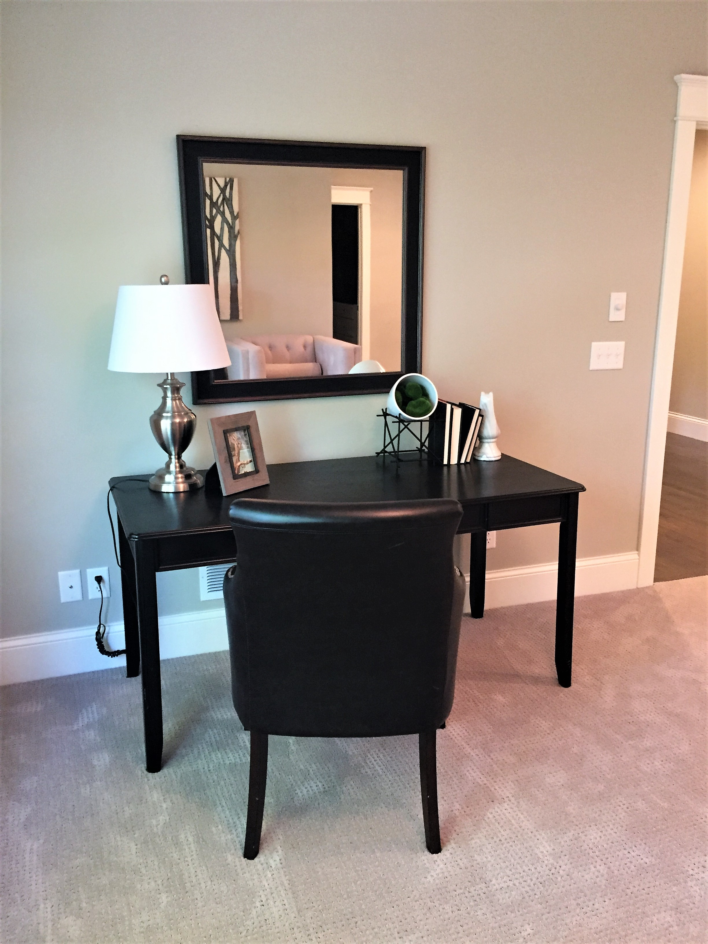 Writing desk with mirror