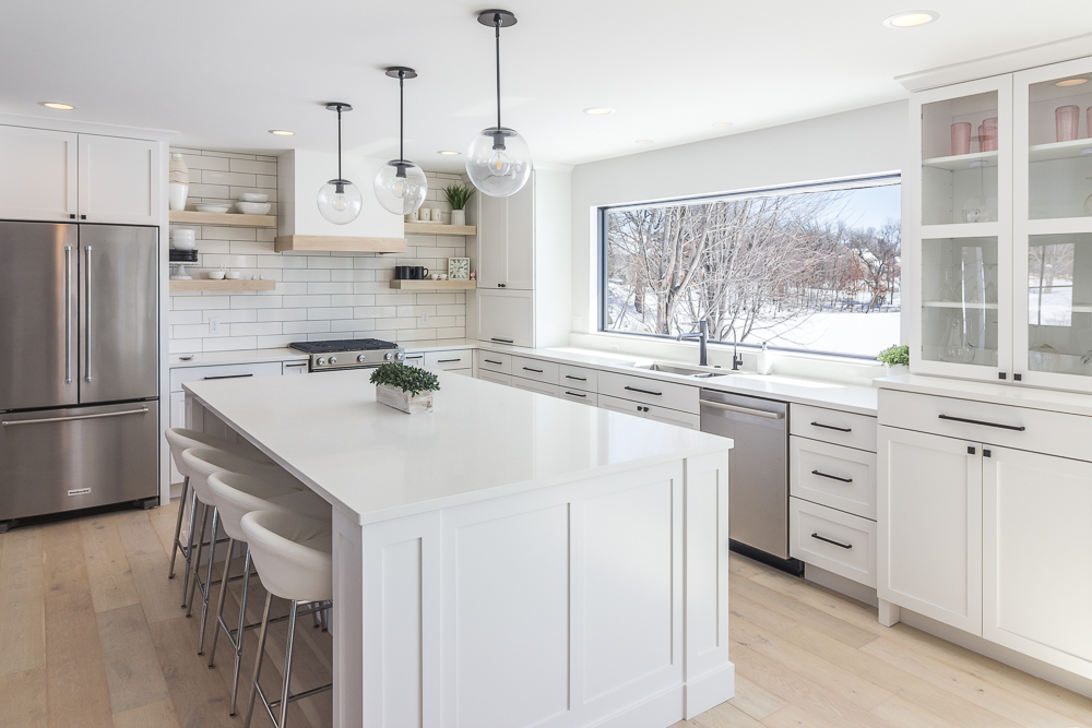 Lakefront kitchen photo