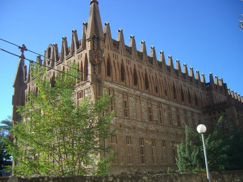 5153771792 8e28be53dc b 800x600 - TOP 13 Gaudi Buildings in Barcelona