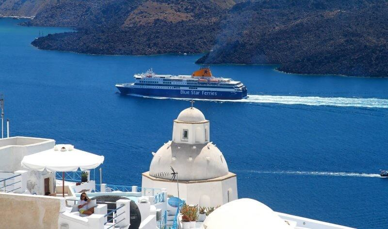 ferry to santorini 800x472 1 - How to Spend the Best Vacations in Santorini