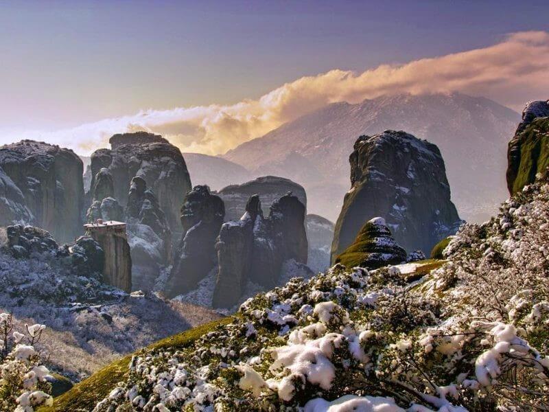 meteora greece snow 800x600 2 - Winter Holidays in Greece: the best travel ideas
