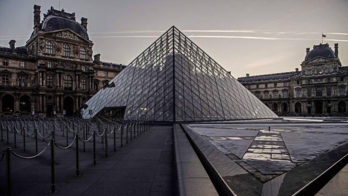 paris - Coronavirus impact on tourism: experts opinion