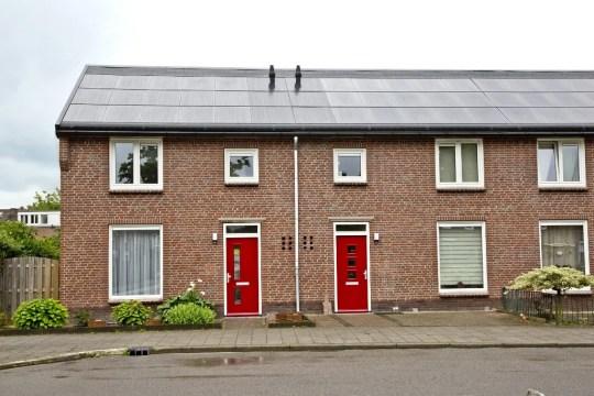 Foto renovatie met Energie-dak Balije en Populierweg Maastricht