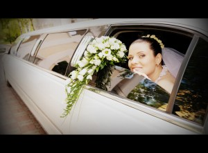 Picture of a white wedding limo in Manhattan