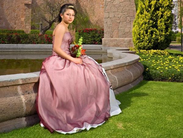 Rent quinceanera limos in Orange County, Los Angeles, San Diego, Riverside and San Bernardino counties served.