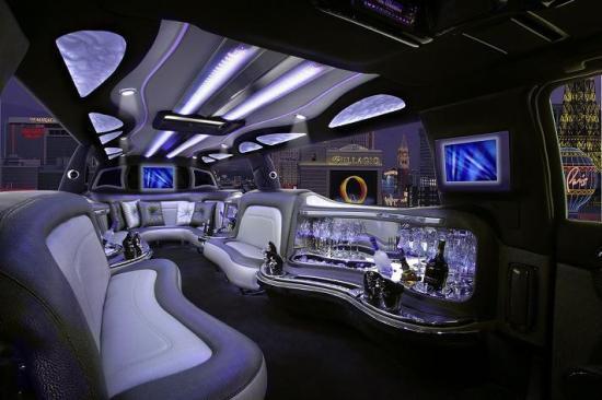 Rent SUV Limos for Prom in Orange County, Los Angeles, Riverside, San Diego or San Bernardino County