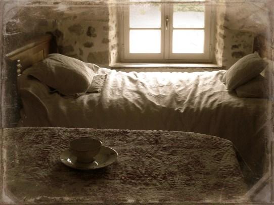 Dans la chambre - In the bedroom