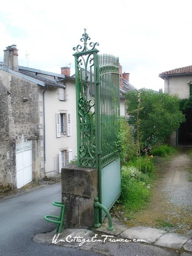 Maison bleue de Chateauponsac en Haute Vienne