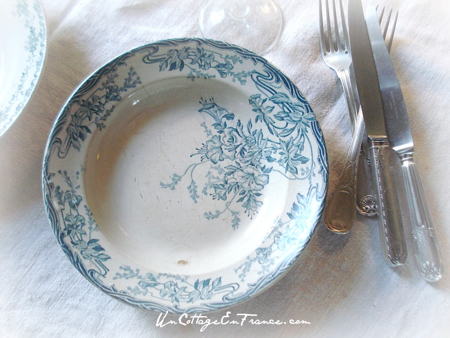 Un Cottage En France - Invitation à déjeuner faience Gien