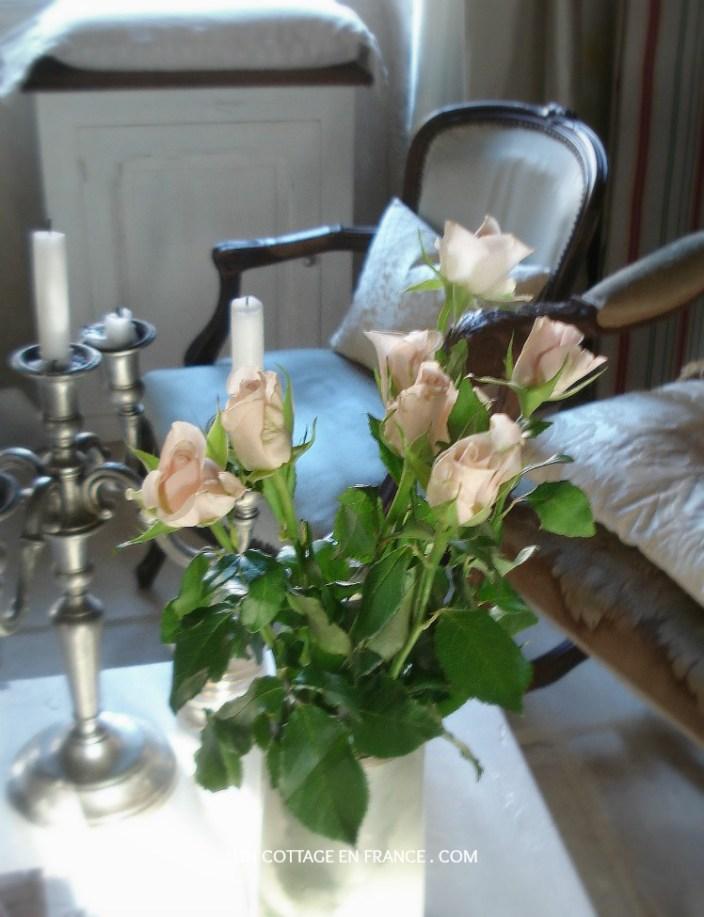 Les roses pales Un Cottage En France