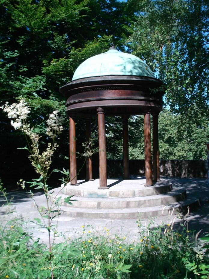 Chef d'oeuvre des compagnons dans le parc du musée de l'évêché