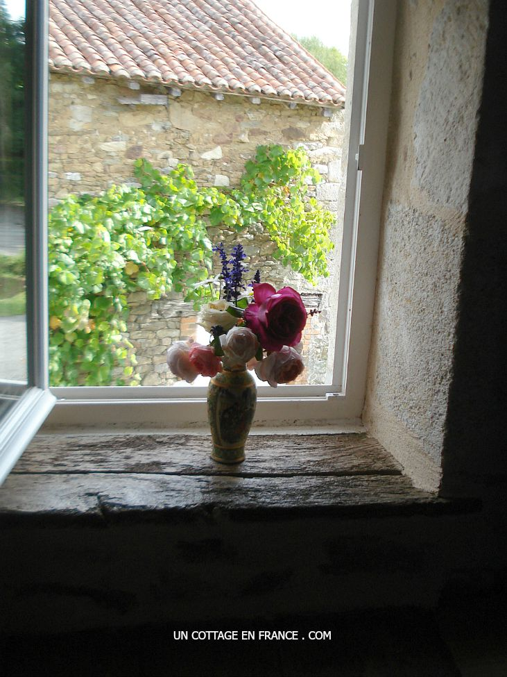French vintage country interior, the cottage roses arrangement 3