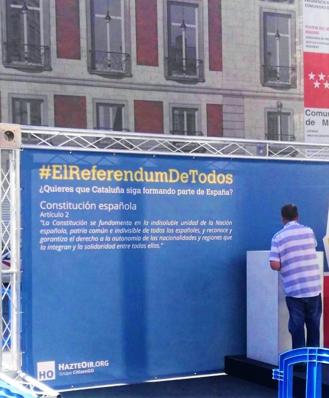 Propaganda del Yunque contra el referéndum ilegal en Cataluña, Puerta del Sol, 29 de septiembre de 2017.