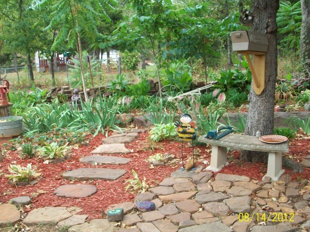 how-to-design-landscape-backyard-3-640x480