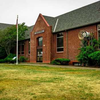Lincoln City Cultural Center – Delake School Building Exterior