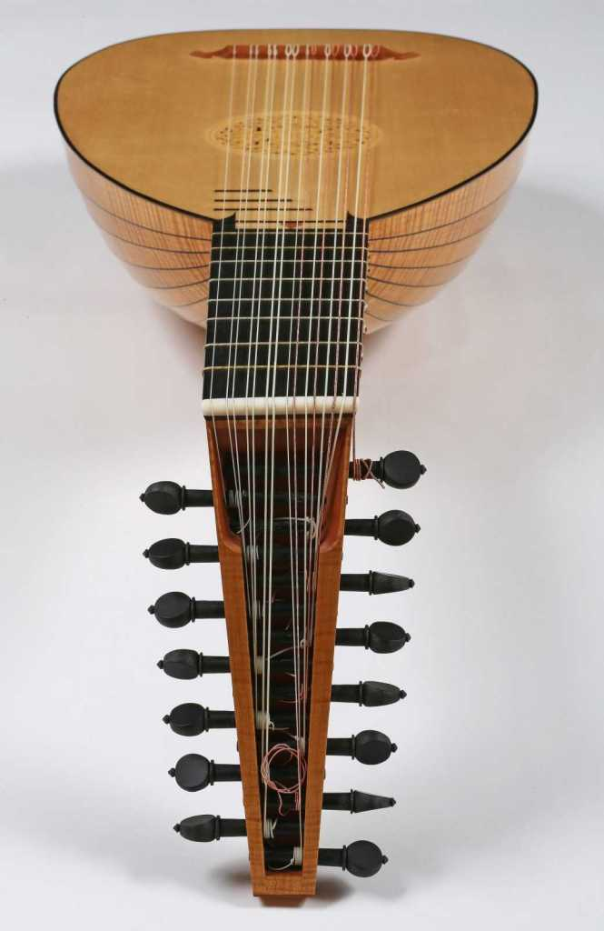 Dieffopruchar Lute showing the 19 ribs in curly maple