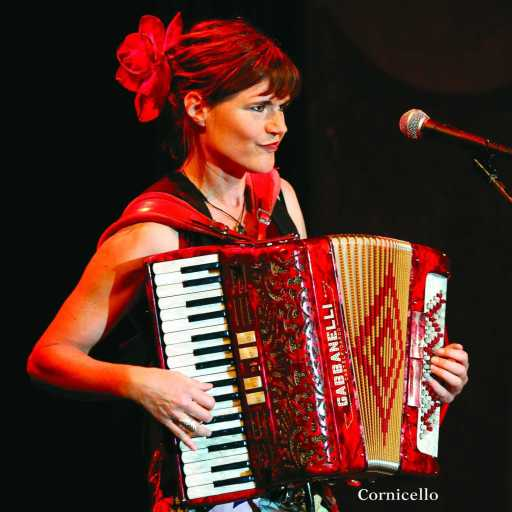 Jetty Swart performing with an accordion