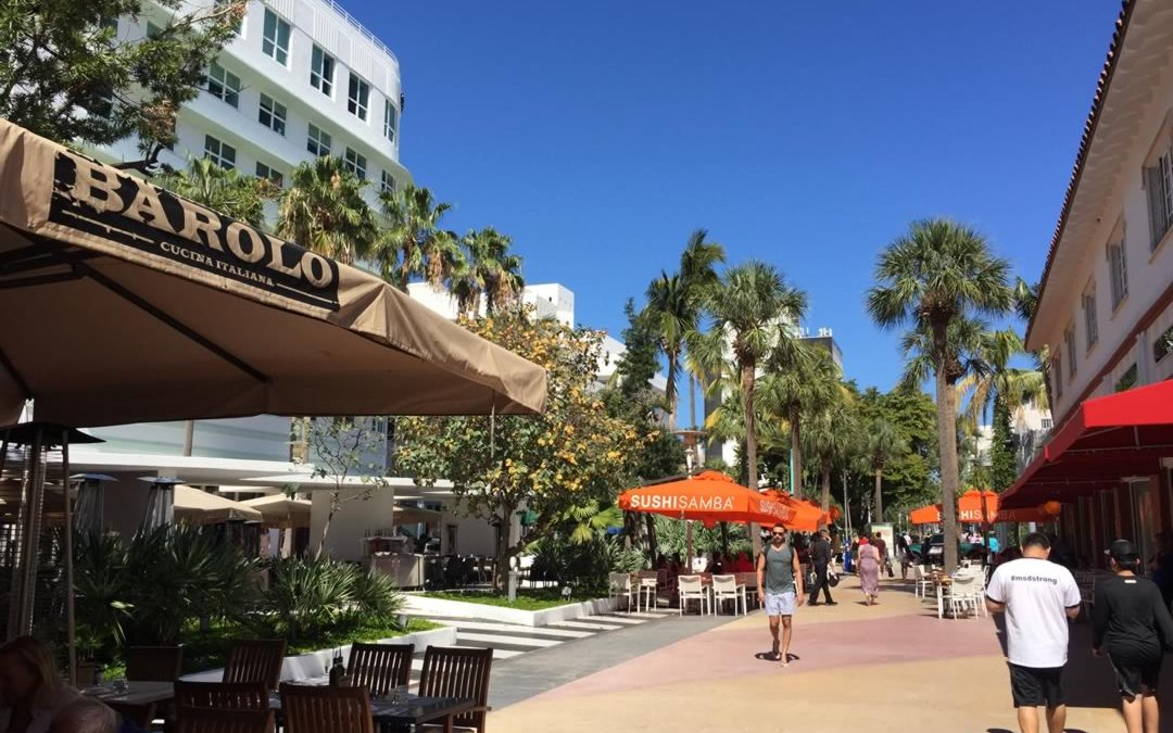 For Eats and Drinks – Lincoln Road is the perfect South Beach Venue!