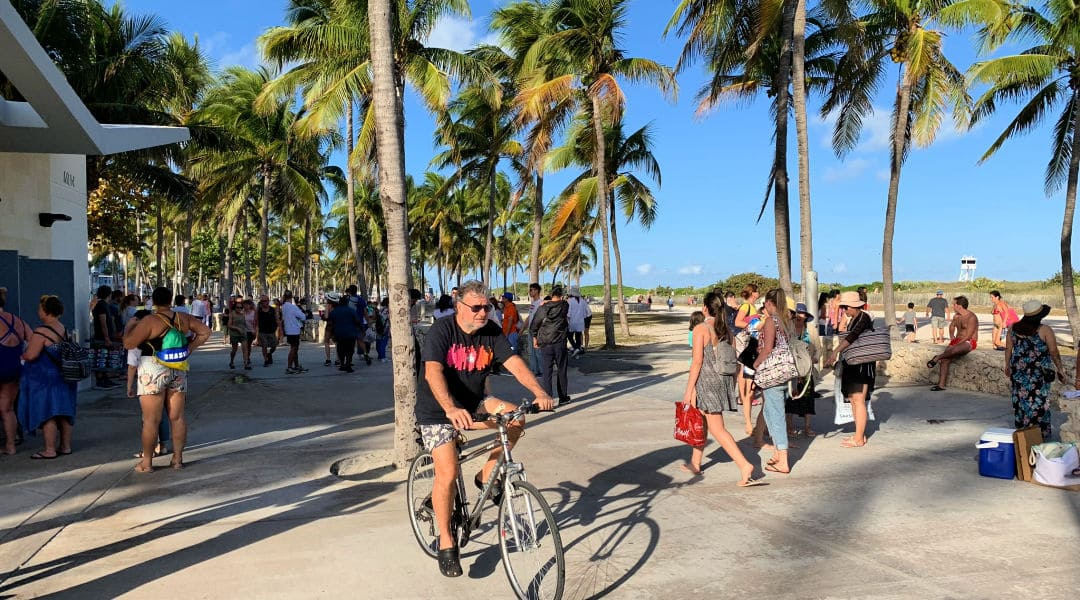 Biking-Boardwalk in South Beach