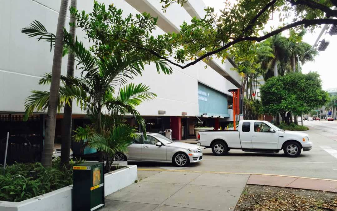 Driving? Here's The Best Parking For Lincoln Road.