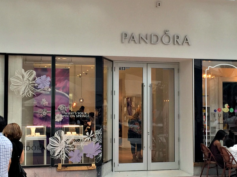 new store alert pandora jewelry is now open on lincoln