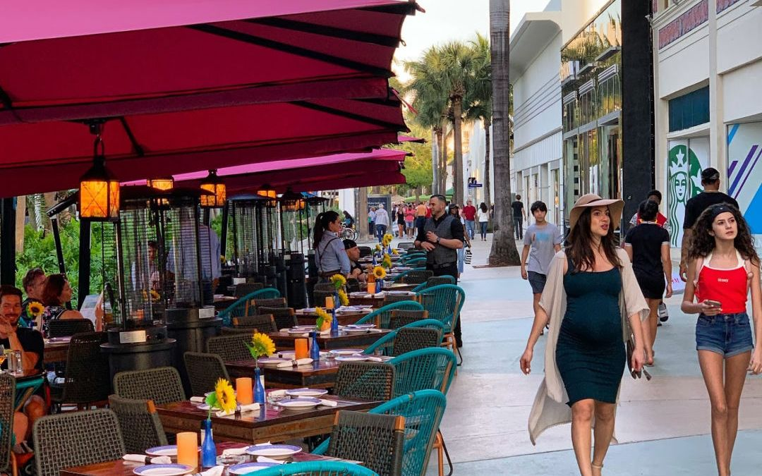 Great Spots to People-Watch on Lincoln Road