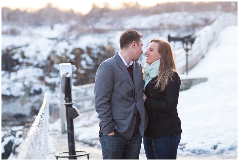 fort williams proposal by Linda Barry Photography