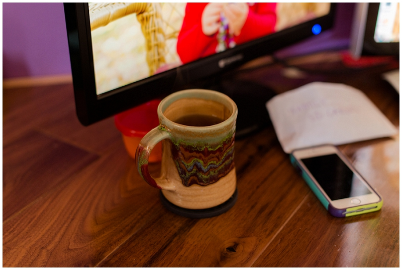 Office inspiration for a clean, simple, and tidy home office. Click here to see more by Linda Barry Photography! Earth toned coffee mug for my work time!