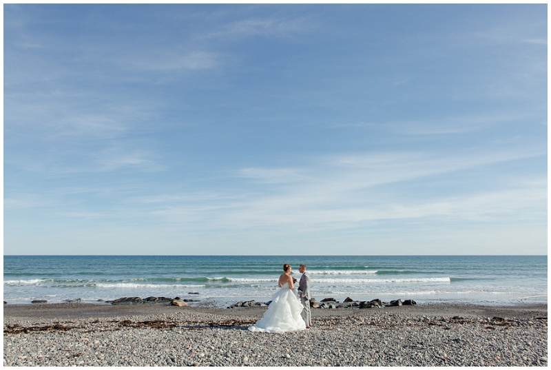 Melanie and Mike were married at Clay Hill Farm in Cape Neddick Maine. Click here to see more beautiful photos by Linda Barry Photography of their burgandy and navy wedding day! First look on York Beach in Maine.