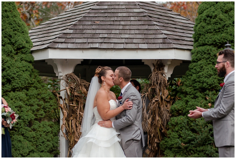 Melanie and Mike were married at Clay Hill Farm in Cape Neddick Maine. Click here to see more beautiful photos by Linda Barry Photography of their burgandy and navy wedding day!