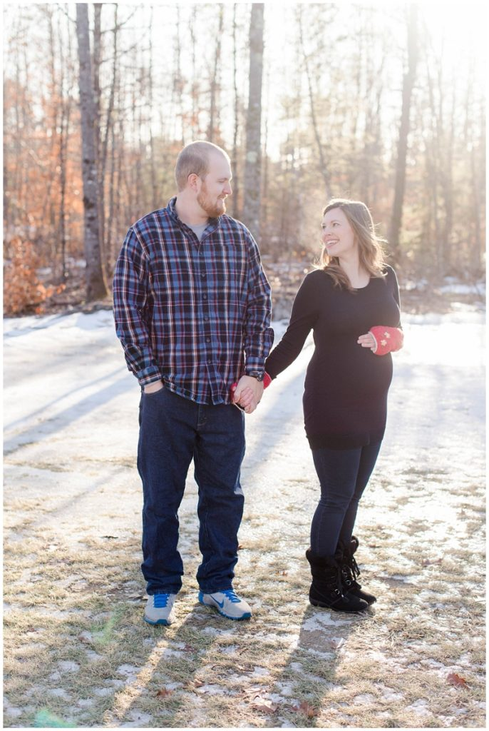 Maine winter maternity photos by Linda Barry Photography.
