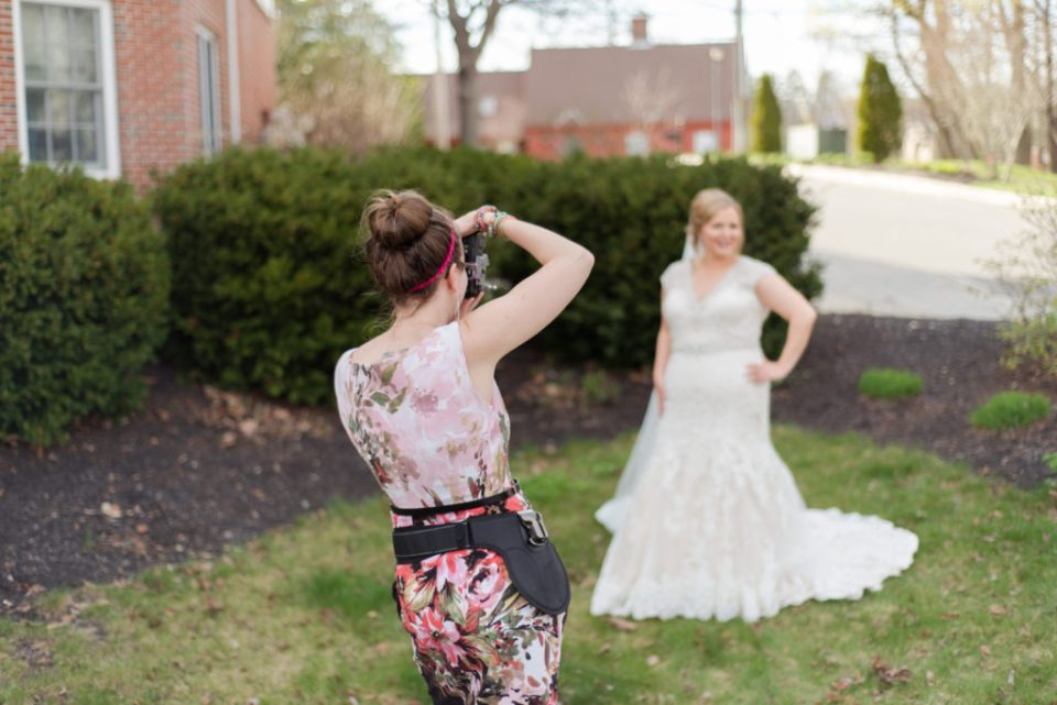 Ever wonder what to wear while you're photographing a wedding? Fear no more! I share all my top tips to picking out your outfit!