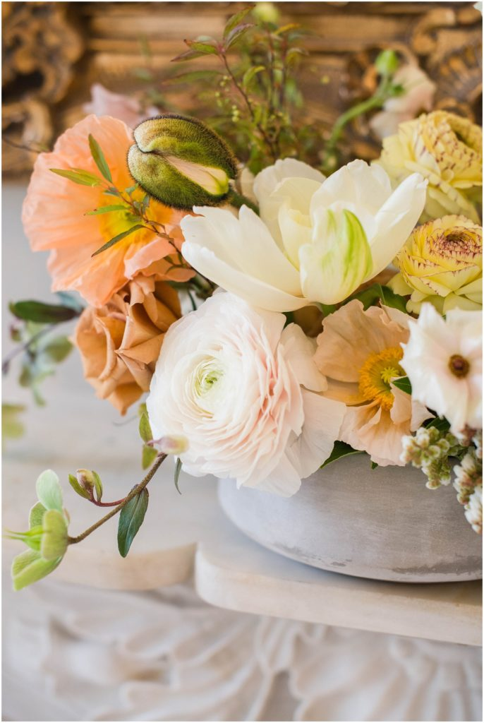 Look how beautiful these florals are from Leslie Lee florals at The Commons 1854 styled shoot! Photos by Linda Barry Photography.