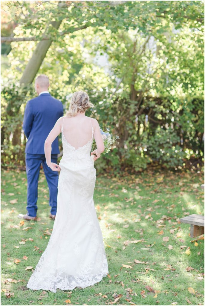 First look during this wedding at the dan'l webster inn