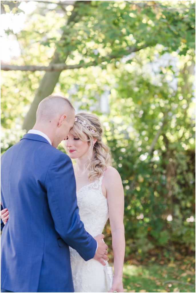 Beautiful fall wedding at the Dan'l Webster Inn.
