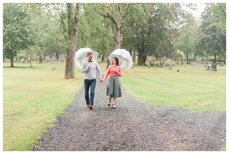 couples photos in kennebunk walking in the rain