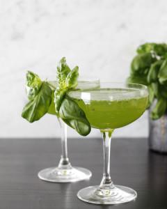 Einfaldur og ljúffengur basil gimlet kokteill