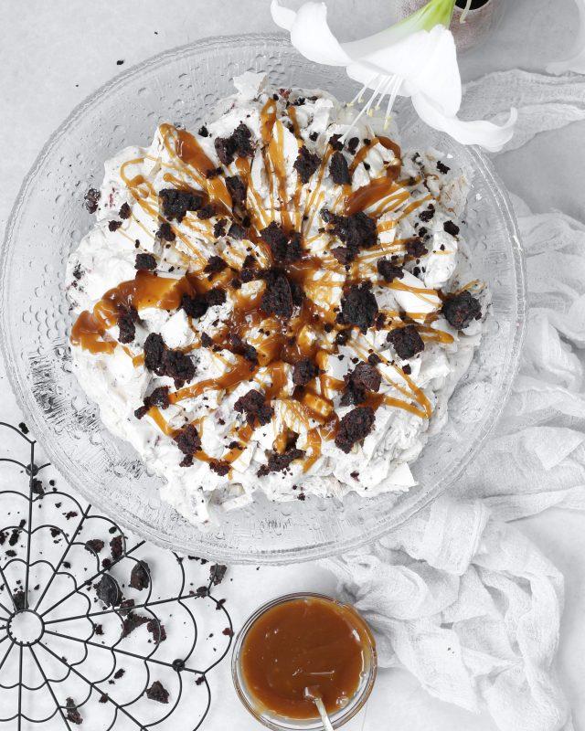 Marengsbomba men brownie bites, jarðaberjum og salt karamelllu sósu