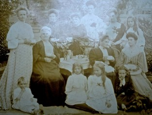 8 Cairnes Women approx 1900. Mother and 7 daughters.