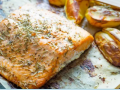 Delicious Baked Salmon with Potatoes and Vegetables