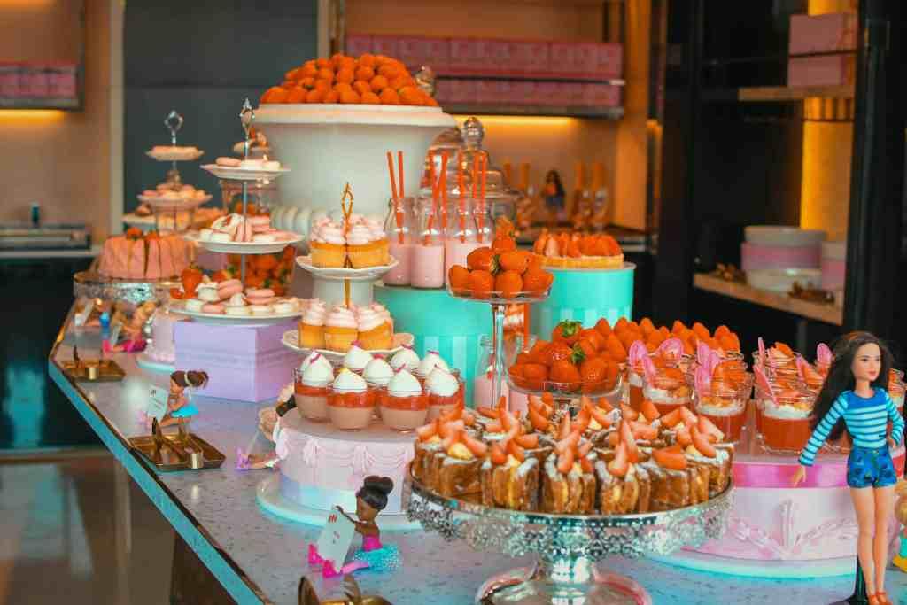 Salon De Ddalki - Strawberry Dessert Buffet with Barbie in Seoul