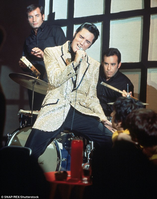 4F10EA4D00000578-6055423-Elvis_s_manager_Parker_demanded_that_a_Christmas_song_be_include-a-204_1534176013423