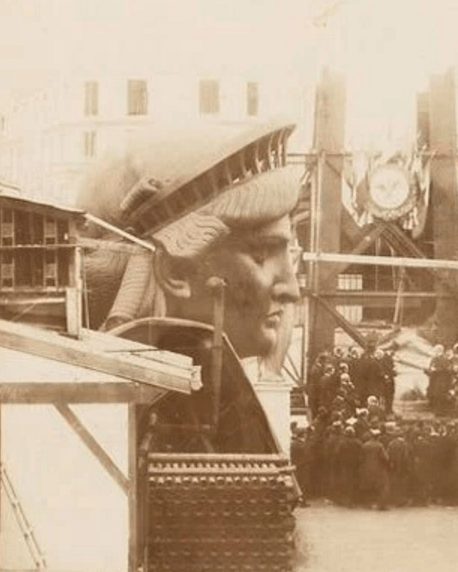 Rare Photos of the Statue of Liberty Being Built in 1883 -½TwistedSifter