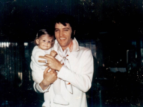 Elvis with baby Lisa in 1969