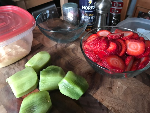 Mini Strawberry And Kiwi Summer Fruit Pizzas (20)