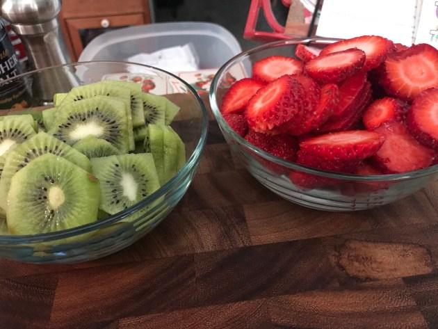 Mini Strawberry And Kiwi Summer Fruit Pizzas (21)